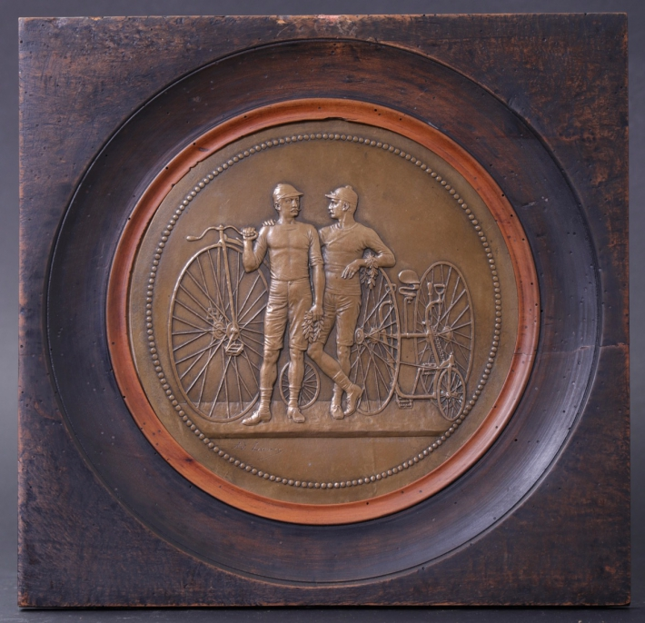 For sale: PLAQUE COMMEMORATIVE GRAND-BI et TRICYCLE LES VICTORIEUX COUREURS
