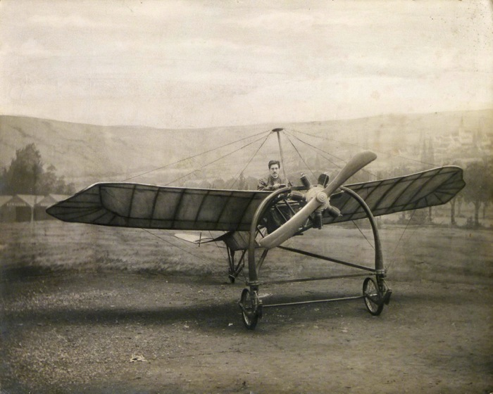 For sale: Photographie ancienne d'un pilote de Bleriot