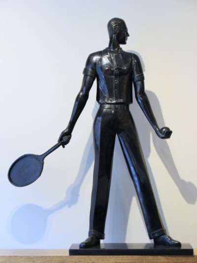 For sale: TENNISMAN DAVIS CUP  ART DECO SCULPTURE EN BOIS LACQUE NOIR POUR INNOVATION